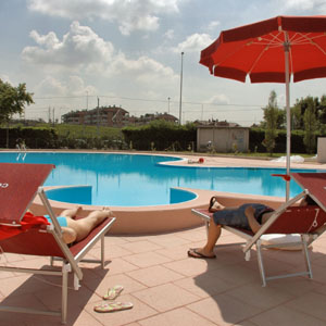 Selvaggia lucarelli le piscine di milano e i sestesi for Piscina olimpia a sesto san giovanni