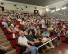 Genitori e alunni, insieme sul palco del teatro Pax