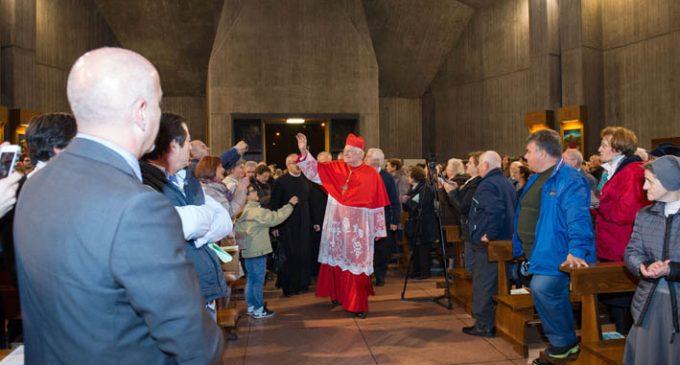 Via Crucis di Quaresima a Sesto: il cardinale Scola con il Santo Chiodo per le vie della città
