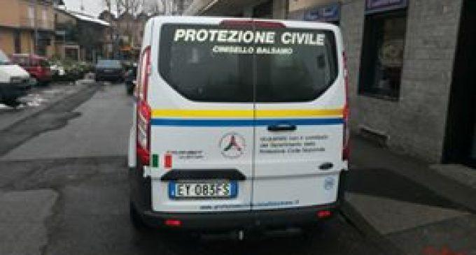 Cinisello, raid incendiario a Sant'Eusebio. Bruciate un'auto e uno scooter
