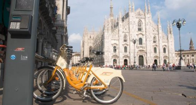 La cavalcata di bikemi il bike sharing arriva alle porte for Mobile milano bike sharing