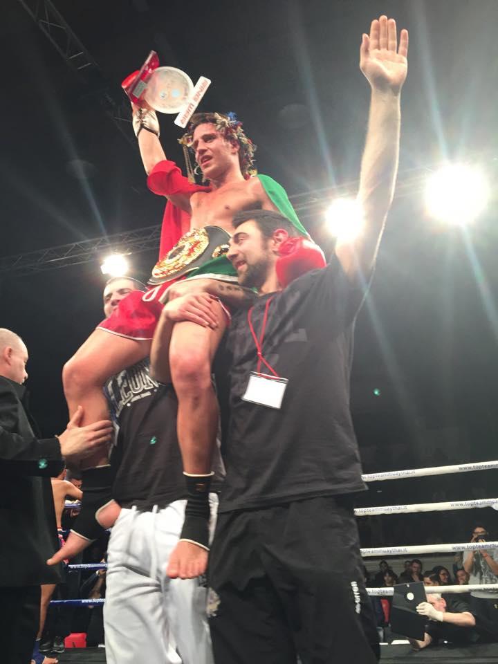 Luca roma a ring war si laurea campione del mondo - Gran casa paderno dugnano ...