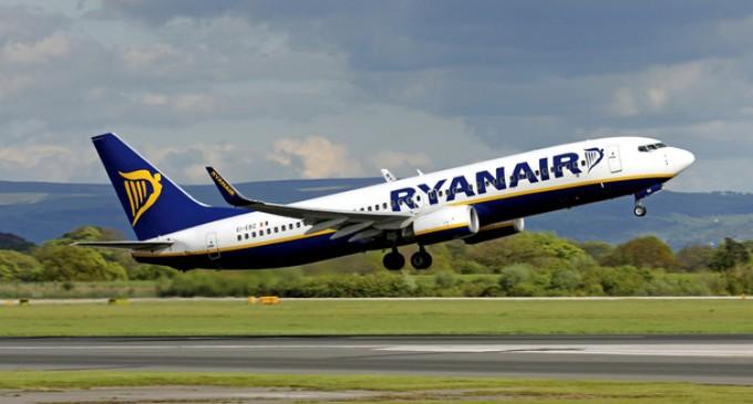 Ryanair si espande e assume a Milano: 100 posizioni disponibili per entrare nella crew