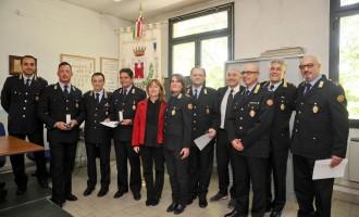 Premi agli agenti più anziani del corpo di polizia locale