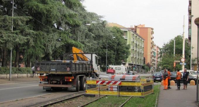 Bresso, la proposta di Cairo: asfaltare i binari di via Vittorio Veneto e creare parcheggi