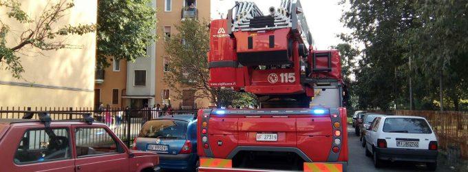 Sesto, tenta il suicidio: salvata da poliziotti e vigili del fuoco