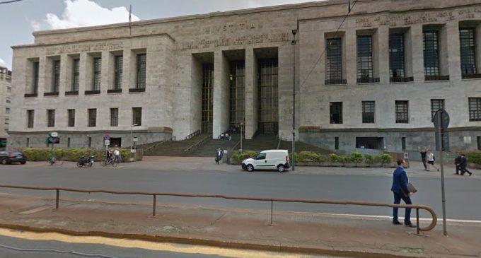 Milano, uomo tenta suicidio in tribunale: