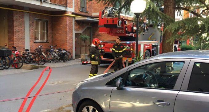 Incendio a Cinisello: fiamme su un balcone in via Libertà