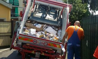 Crollano le strade a Sesto: un camion sprofonda in via Camagni