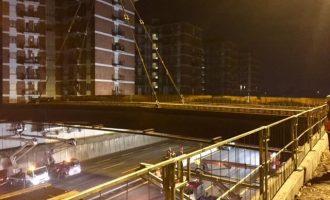 Chiude ancora la A4: si completa la posa della passerella in Crocetta