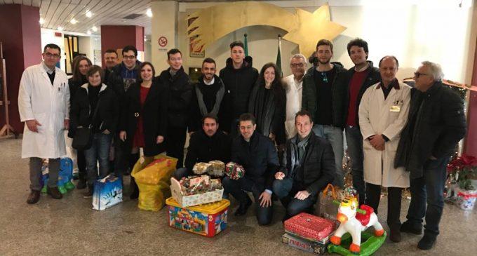 Cinisello, i Giovani Padani al reparto Pediatria del Bassini per fare festa con i bambini