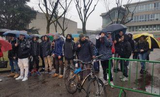 """Studenti in rivolta al Parco Nord: """"La scuola cade a pezzi"""""""