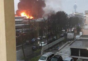 Cologno, maxi incendio alla cartiera domenica mattina