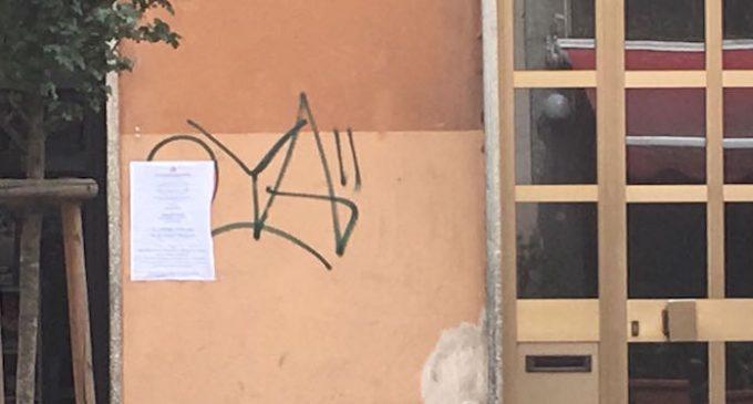 Locandine affisse irregolarmente a Sesto, Assocommercio attacca la Giunta