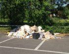 Sesto, il parcheggio del cimitero diventa una discarica abusiva