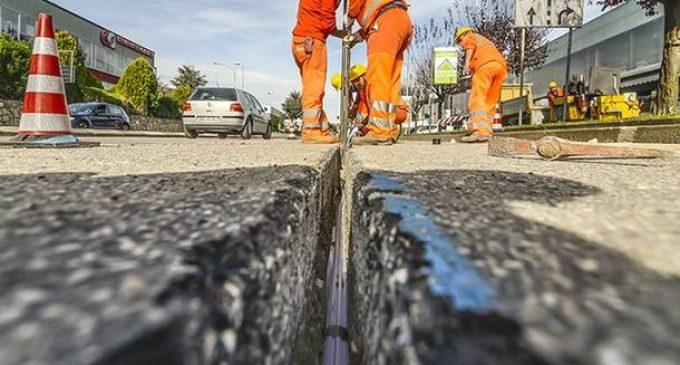 Cinisello, Open Fiber sistema l'asfalto dopo la posa della fibra ottica