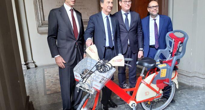 BikeMi compie 10 anni: promozioni e nuove ebike con seggiolino a Milano