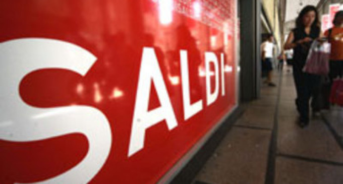 Tutti pazzi per i saldi:  la corsa allo shopping tra on line e pubblicità comparativa