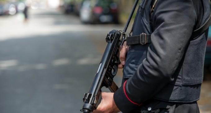 Cinisello Balsamo, fermato dai carabinieri un uomo che minacciava i passanti