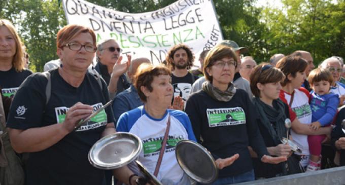 In centinaia per l'ennesimo appello contro la Rho-Monza
