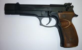 Una pistola ritrovata nel parchetto dei bambini