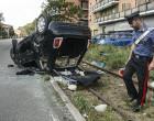 Scontro tra due auto, 500 si ribalta su via Vittorio Veneto