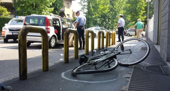 Ciclista investito a Cinisello: portato via in codice rosso