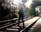 Ladri nel metrò scoperti fuggono attraverso il tunnel, arrestati