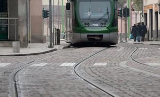 Cinisello Balsamo, due ragazzi in bicicletta investiti dal tram 31
