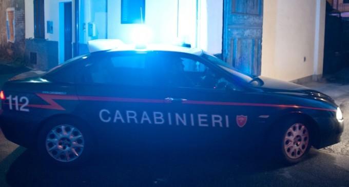 Cinisello Balsamo, youtuber cammina sull'auto dei carabinieri: denunciato!