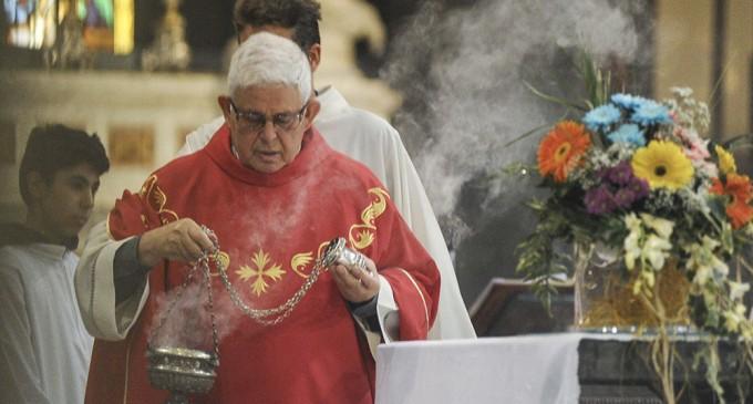 Valzer dei preti: Sesto saluta don Brigatti e don Motta. E arriva don Perego