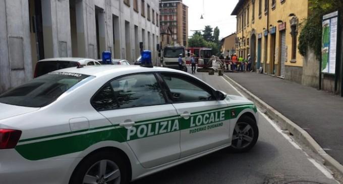 Monza, i vigili in borghese per multare chi guida con il telefono