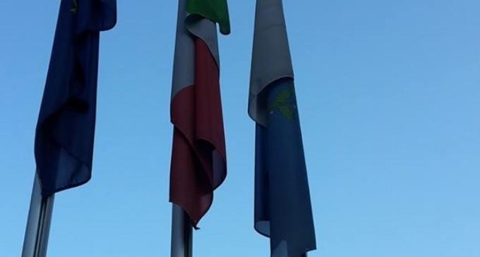 Bandiere a mezz'asta per il Giorno del Ricordo