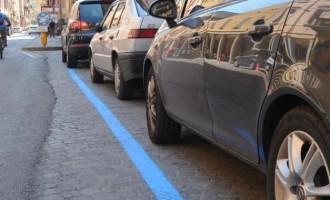 Milano, addio ai Gratta e Sosta: il parcheggio si paga anche con Sms