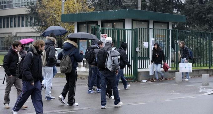 """Cinisello: al Montale parte """"Compiti a scuola"""", con i volontari di Sos Bambini"""