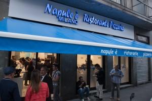 inaugurazione ristorante napule è milano