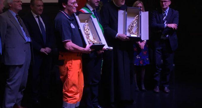 Cinisello, consegnata la Spiga d'Oro a don Luigi e al Gruppo Cinofili