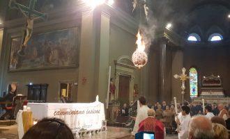 Rito del Faro, a Sesto il fuoco annuncia il nuovo anno (video)