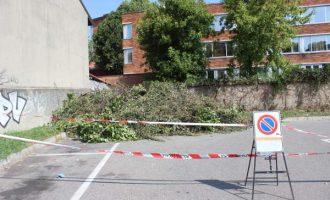 Cinisello Balsamo, scoperto dormitorio all'aperto nel parcheggio di via Martinelli
