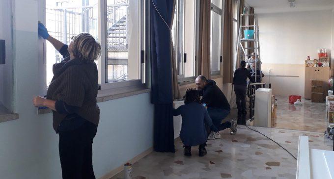 Sesto San Giovanni, all'Infanzia Montessori genitori all'opera contro il freddo