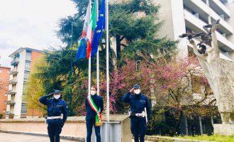 Nord Milano, bandiere a mezz'asta per ricordare le vittime del Covid 19