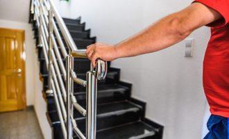 Il corrimano delle scale: materiali e misure per il montaggio semplice