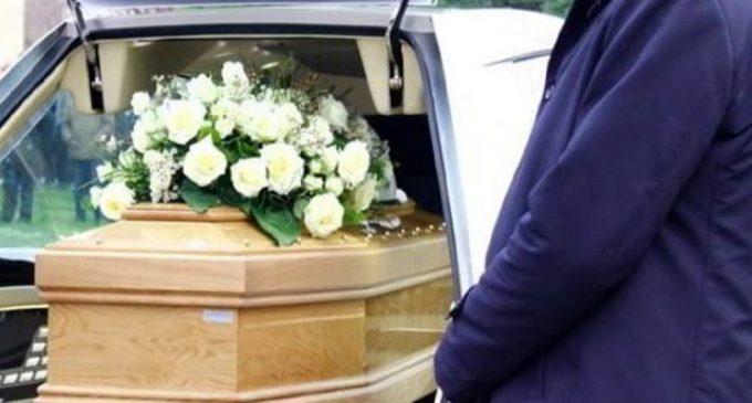 Il business delle onoranze funebri in Italia: cambia ma non conosce crisi