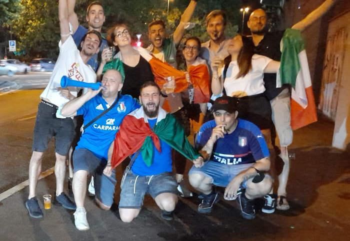 tifosi all'uscita dello Stadio Breda di Sesto San Giovanni