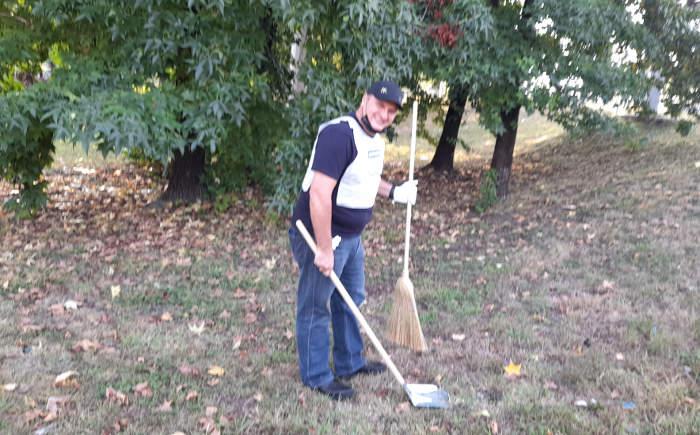 Anche Giacomo Bosio fra i volontari impegnati nelle operazioni di pulizia di questa mattina